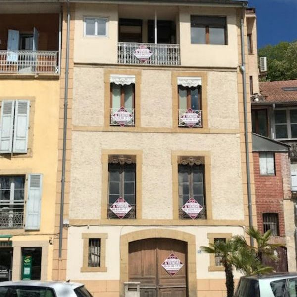 Ensemble comprenant 1 appartement et 1 local centre Salies
